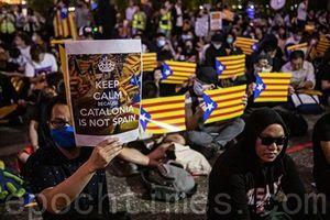 組圖:三千港民中環集會 聲援加泰隆尼亞