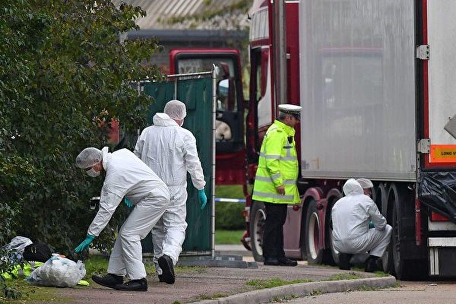 周四(10月24日)英國警方確認,埃塞克斯郡這一貨車中發現的39具遺體,都是中國公民。(BEN STANSALL/AFP via Getty Images)