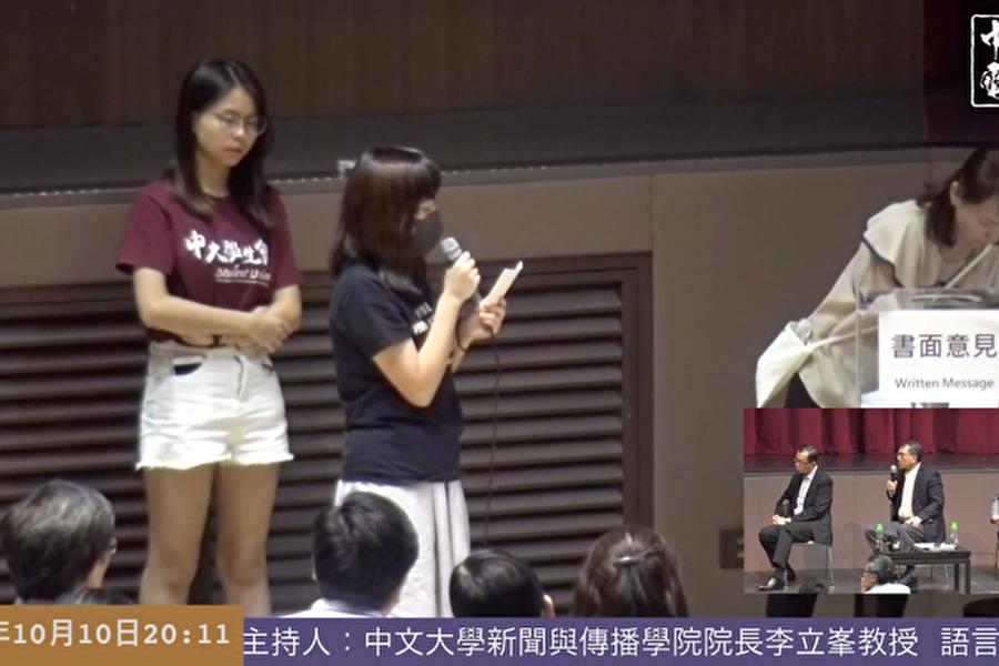 圖為10月10日晚,曾被捕的香港中大女生吳傲雪(Sonia)哭訴自己在葵涌警署曾遭遇性暴力。(影片截圖)