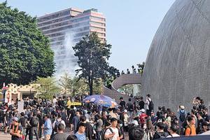 市民:警方未警告便放催淚彈