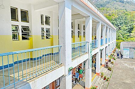 鄉師自然學校的校舍上層有六間課室。