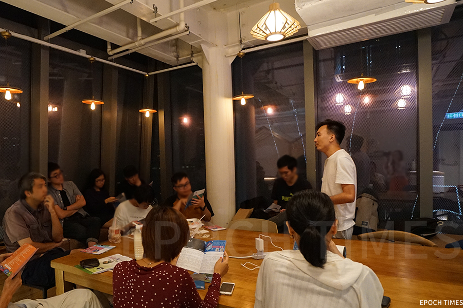 在今年八月底,約十名Penana小說平台的創作人與《盒誌》成員交流,探討刊物未來的發展方向。(曾蓮/大紀元)