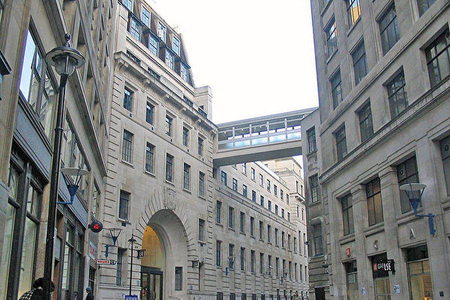 英國名校倫敦經濟學院(簡稱LSE)擱置一項擬議中的中國相關項目,該項目由親北京風險資本家資助。(Umezo KAMATA/WikiMedia Commons)