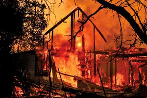 加州野火快速蔓延 近二十萬人緊急疏散