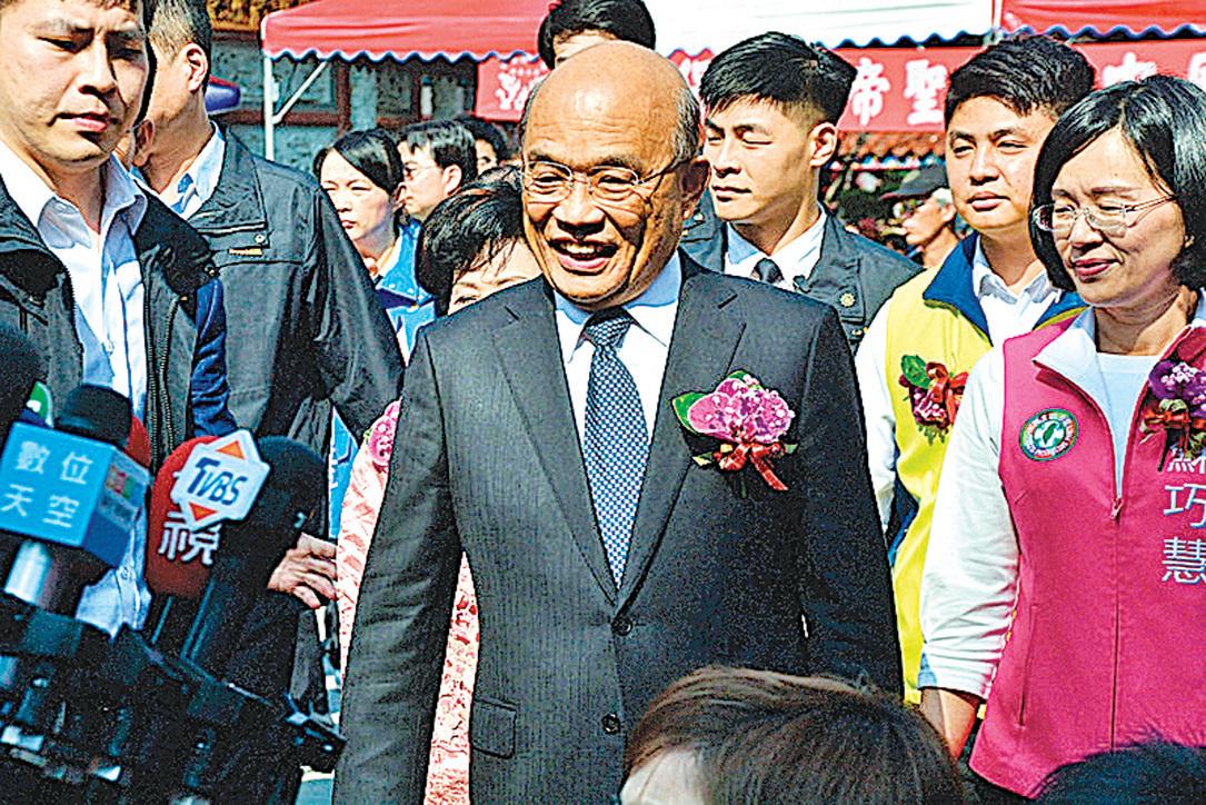 (左圖)台灣行政院長蘇貞昌表示,中共組織網軍用錢收買各階層的人,甚至用網絡製造假消息、散佈假新聞,呼籲大家不要上當、不要受騙。(中央社)