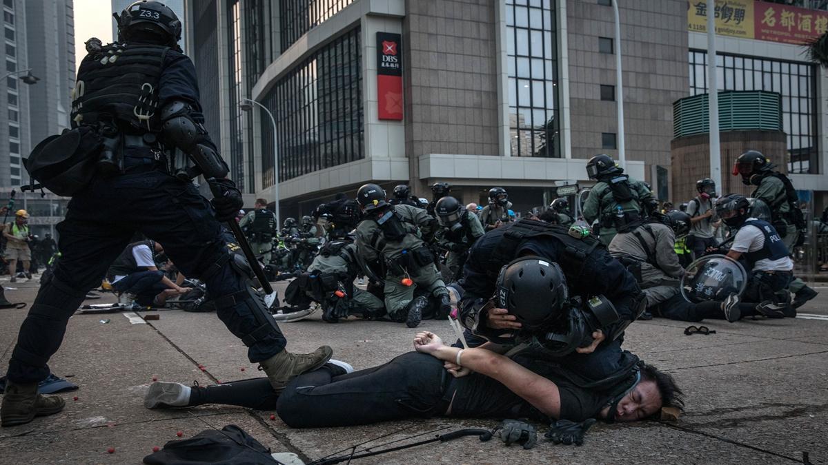 中共十九屆四中全會召開之際,香港警隊突然出現多個出事訊號,或預示警隊面臨整頓。( Chris McGrath/Getty Images)