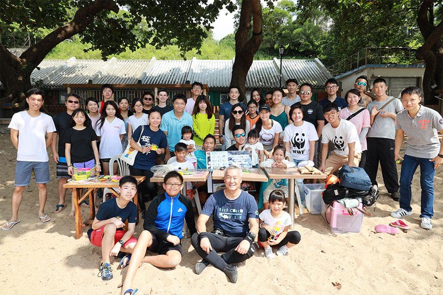 10月26日南區海洋清潔活動參加者大合照。(陳仲明/大紀元)