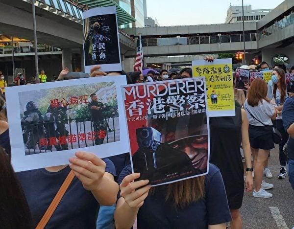 10月4日香港市民抗議港府推出《禁蒙面法》惡法,要求解散警隊。(駱亞/大紀元)