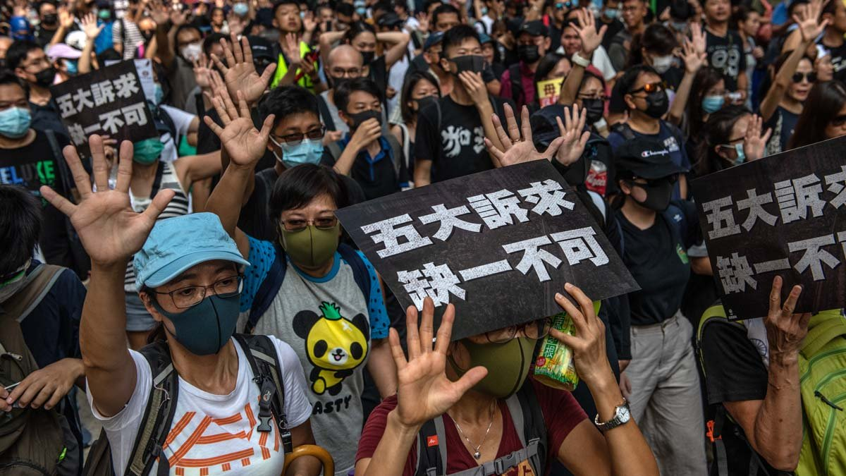 香港抗暴政,爭自由運動堅持「五大訴求,缺一不可」。圖為香港9月15日浩浩蕩蕩的大遊行隊伍。(Carl Court/Getty Images)