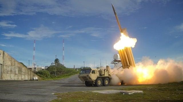 7月8日,韓美兩國軍方在首爾發表聯合聲明,針對北韓的「導彈威脅」,決定在駐韓美軍基地部署末段高空區域防禦系統即「薩德」系統作為防禦性措施。(Getty Images)