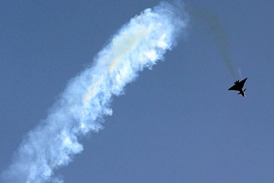 中共最近連續發生兩宗軍機墜毀事故,導致三人死亡。有軍中人士認為,這凸顯出中共空軍在技術和訓練等方面的問題。圖為2010年4月13日,中共空軍一架殲-10戰機飛行於天津上空。(FREDERIC J. BROWN/AFP via Getty Images)