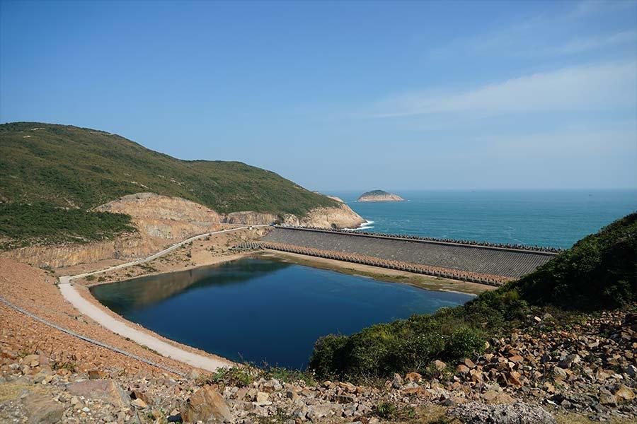 萬宜水庫東壩為香港聯合國教科文組織世界地質公園的一個重要景點。(陳仲明/大紀元)