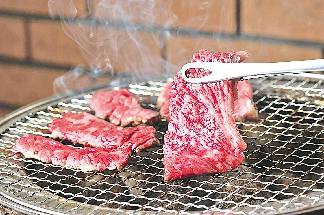 日本和牛的脂肪非常多,煎好馬上吃口感最好。