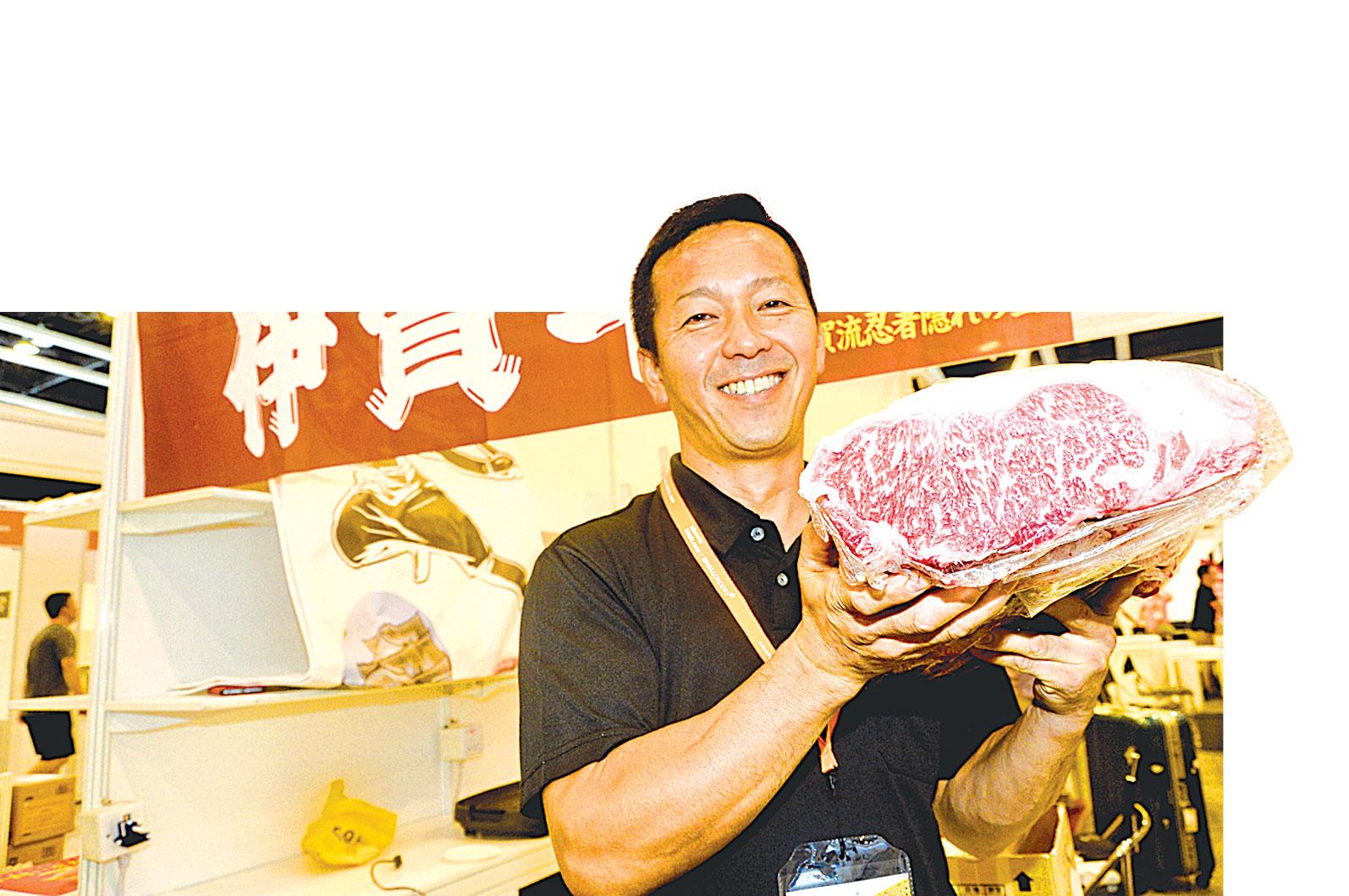 日本商家在美食展覽會上,展示昂貴的有機和牛。