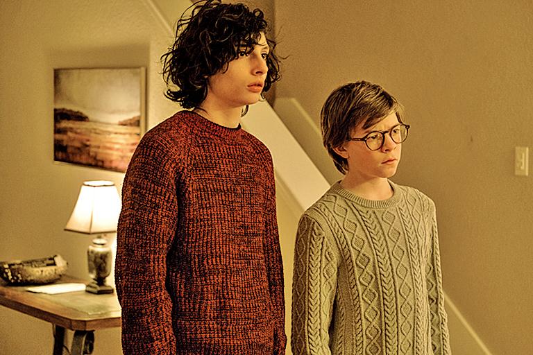 影響西奧(右)人生的重要角色,還包括西奧的摯友鮑里斯(左)。鮑里斯一角在日後更起到無法替代的作用。