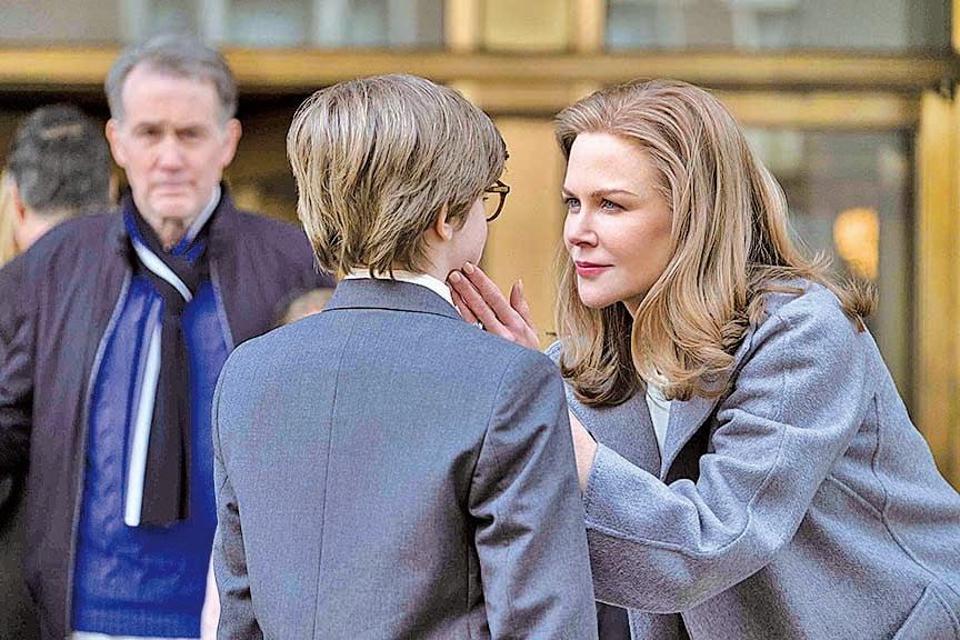 由妮歌潔曼飾演的巴伯太太收留了失去母親的西奧,將西奧視如己出。