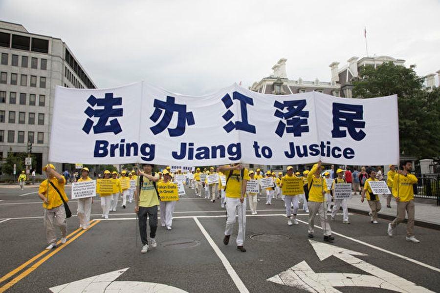 2018年6月20日,全球部份法輪功學員聚集在美國首府華盛頓DC舉行反迫害大遊行,各界正義人士到場聲援,制止中共迫害,呼籲人們認清共產主義對人類的危害。(季媛/大紀元)