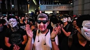 組圖:萬聖夜狂歡反送中 港人蘭桂坊「哈囉餵狗官」