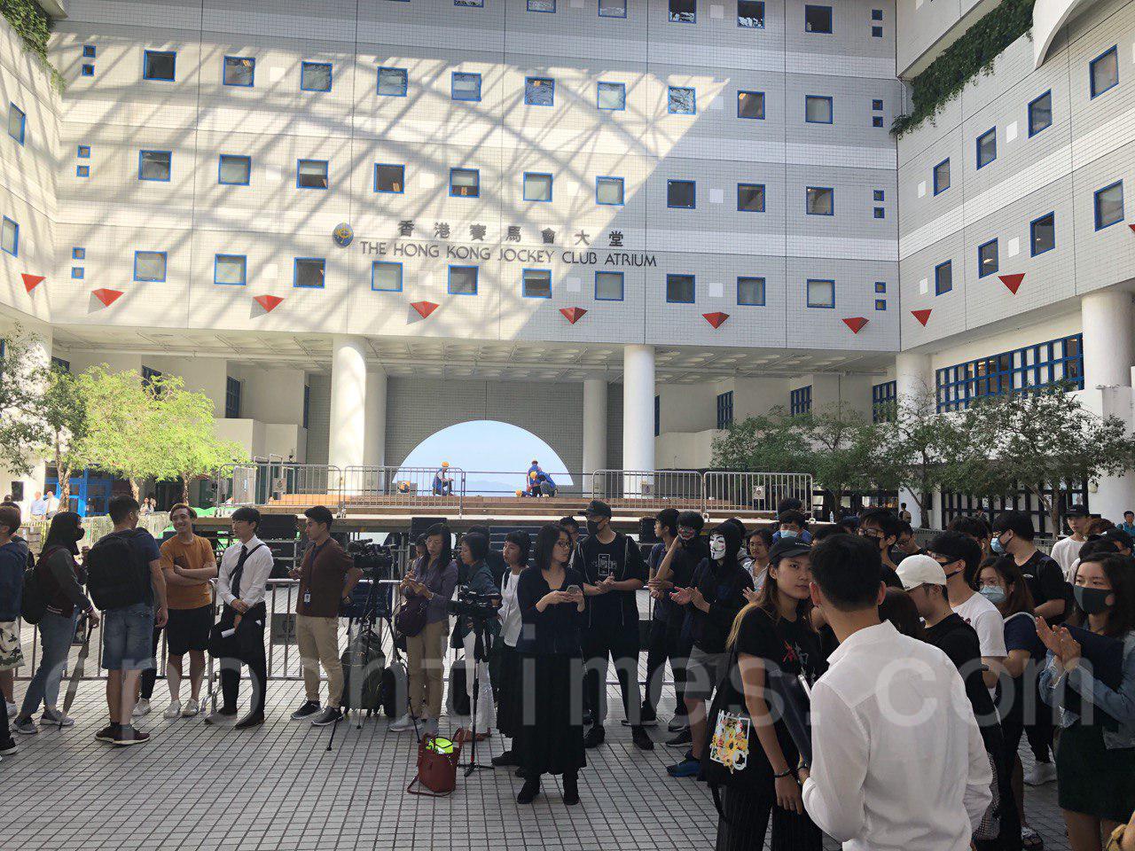 11月1日科大學生集會,要求校方落實學生校董符佩瑩的委任。(余天佑/大紀元)