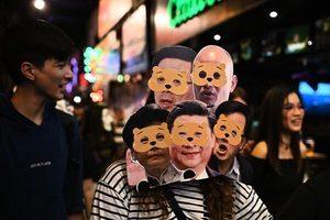 同情抗爭者 香港政務司官員參與集會被捕