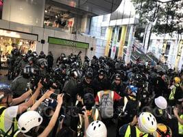 尖沙嘴集會 警察嚴密盤查市民引眾怒