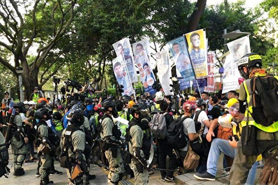 11月2日,香港民眾參加「112 求援國際,堅守自治」 維園大集會。有2名候選人被抓捕。(梁珍/大紀元)