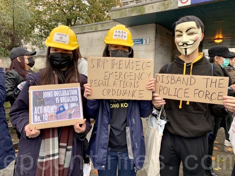 數百名旅英港人在倫敦冒雨出席香港及全球多個國家同步舉行的「112求援國際 堅守自治」集會活動。(唐詩韻/大紀元)