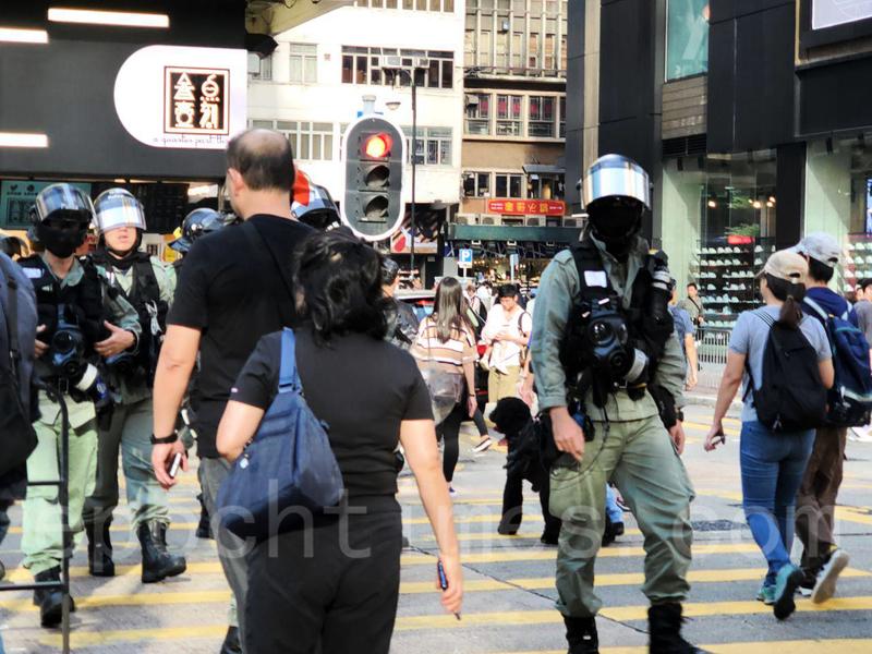11.3香港七區行街活動 警察各區戒備截查行人