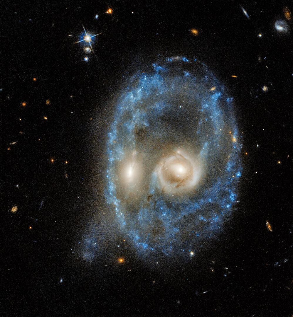NASA拍到兩個正在發生碰撞的星系構成一張臉的圖片。(NASA)