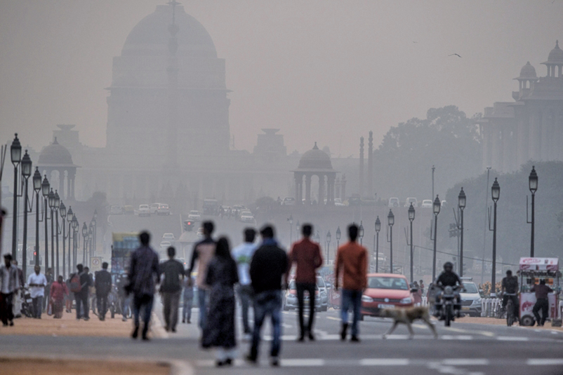 印度首都新德里遭濃重霾害籠罩,有害空氣濃度為近年來最嚴重。(Getty Images)