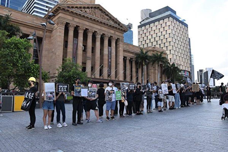 11月2日下午三點半,布市部份港人響應全球「112求援國際 堅守自治」活動,在中領館對面的喬治國王廣場舉行了聲援集會(楊裔飛/大紀元)