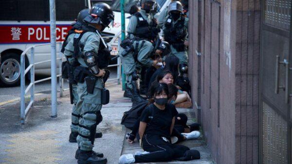 2019年11月2日,香港反送中運動持續近5個月以來,港警不但無底線濫暴濫捕,而且在拘捕女抗爭者時多次涉嫌性暴力、性侵等。(臉書圖片)