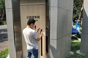 深圳智能公廁引爭議 掃碼收費還限時