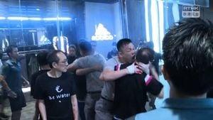 香港11.3抗爭兩記者被拘 議員耳朵被咬掉