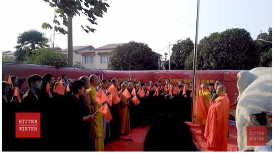 大陸僧人被強迫宣誓「忠黨愛國」、「不忘初心,共築中國夢」,唱「紅歌」等。(影片截圖)