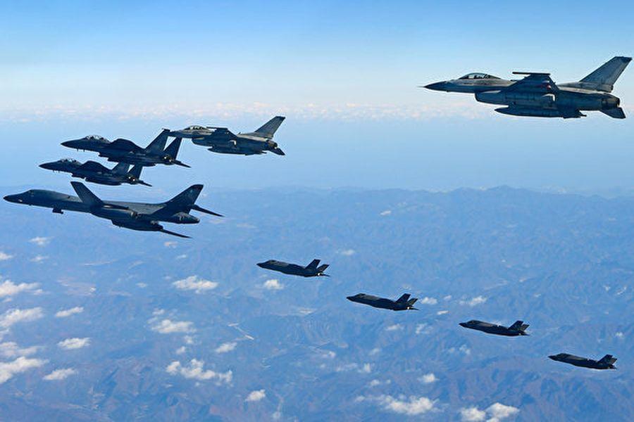 圖為2017年12月6日在南韓舉行的美韓兩國聯合軍事空中演習——警戒王牌(Vigilant Ace)。(South Korean Defence Ministry/AFP)