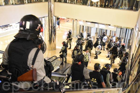 四中全會後 中共授意港警可闖私人物業搜捕