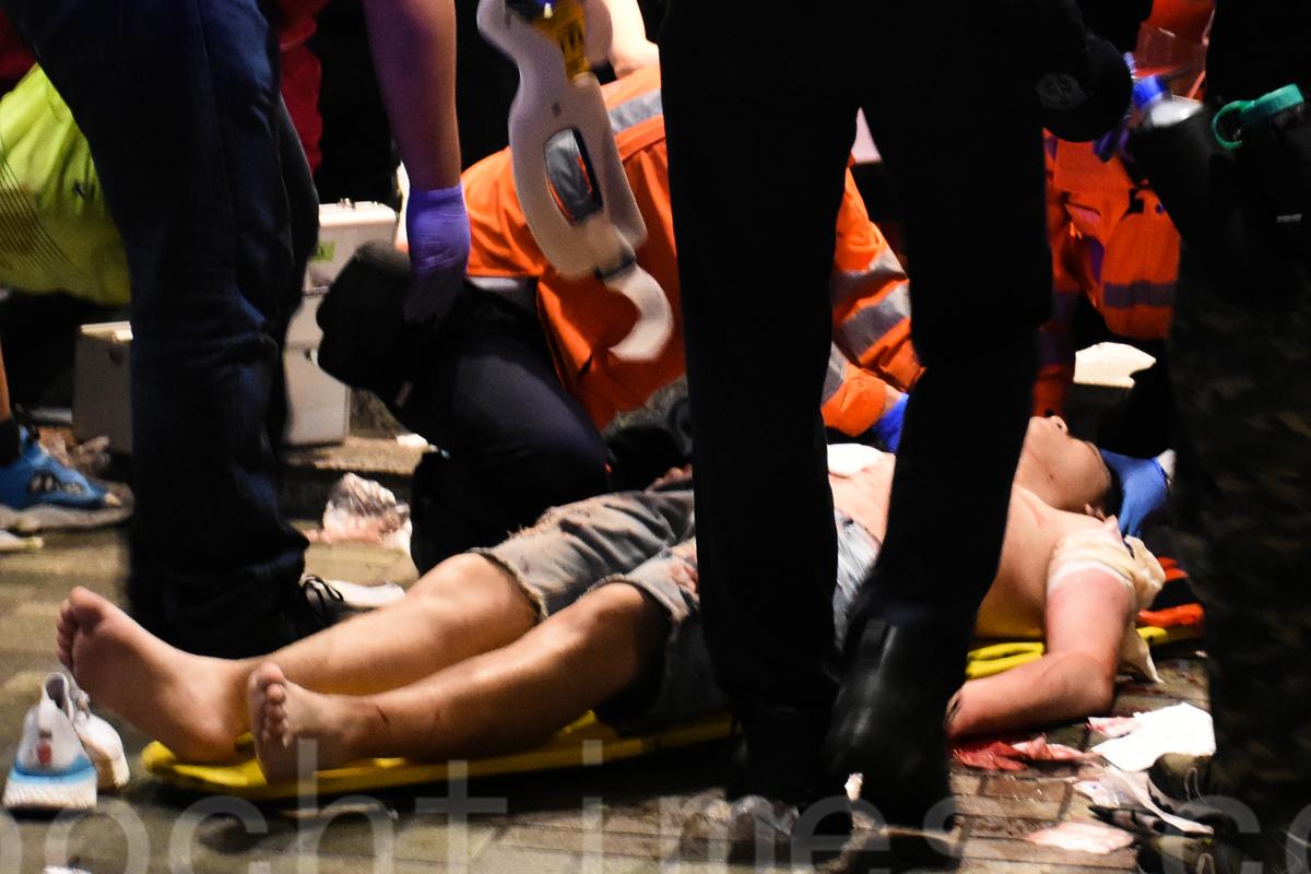 11月3日晚,太古城中心發生砍人事件,6人被傷,其中2人重傷。(孫明國/大紀元)