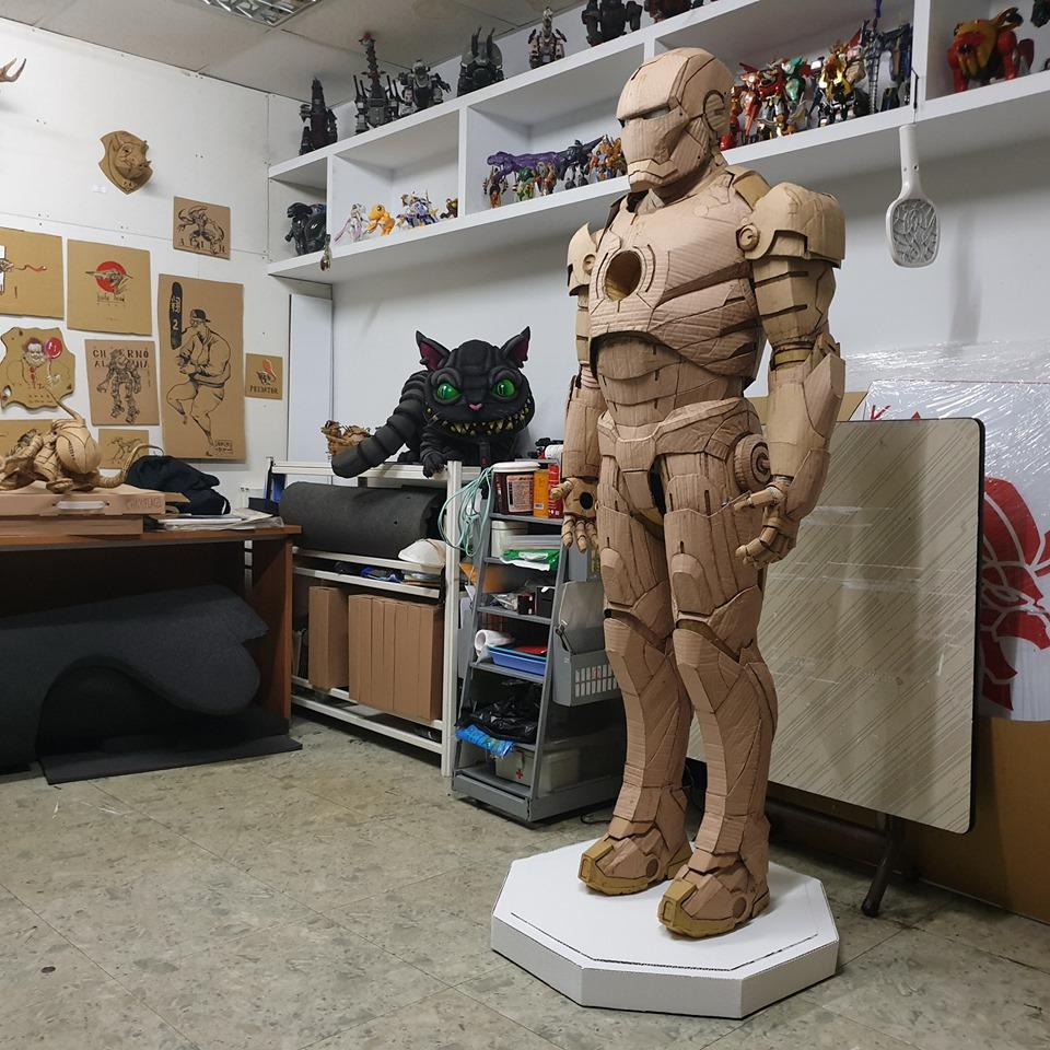 台灣年輕的藝術家鍾凱翔的瓦通紙作品——鐵甲奇俠。(鍾凱翔Facebook)