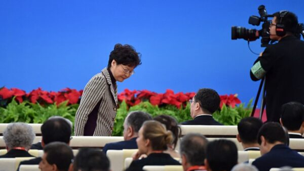 特首林鄭月娥11月4日赴上海向習近平匯報工作,習近平對林鄭面授當前「最重要的任務」。(HECTOR RETAMAL/AFP via Getty Images)