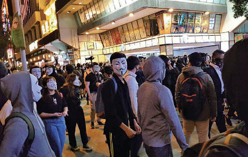 【圖片新聞】禁蒙面法一個月 網民戴面具抗議