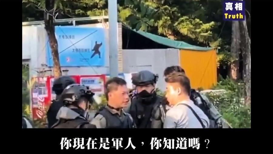 鐵證:「港警」當街飆普通話訓便衣「你不配做軍人」