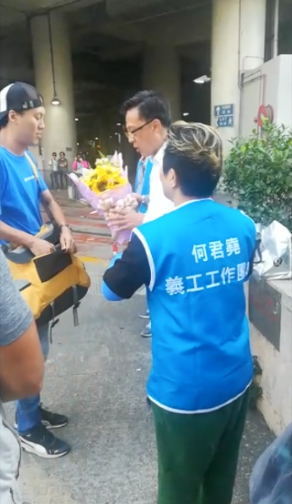 中共民族英雄何君堯遇襲可疑 疑為中共在港平暴鎮壓做戲碼