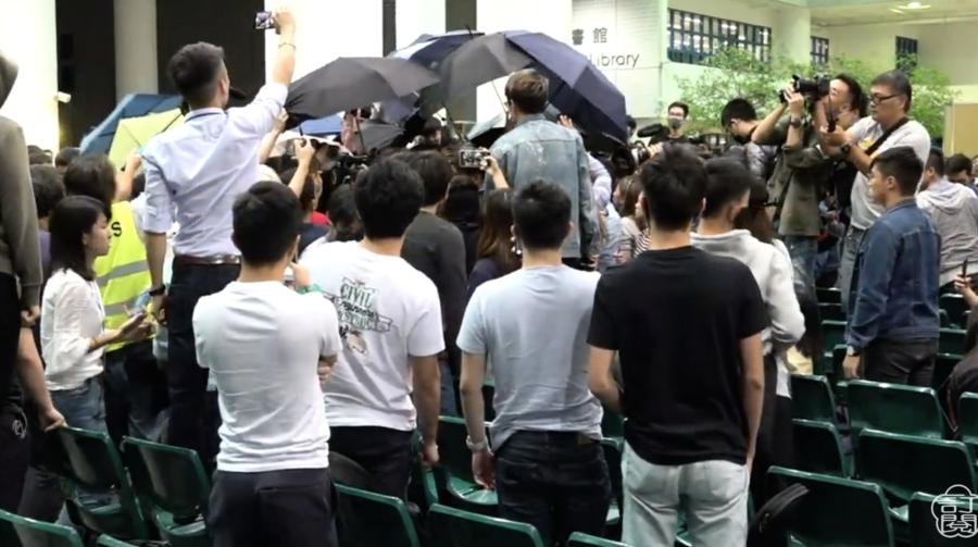 科大公開對話會場 大陸學生與港生發生衝突