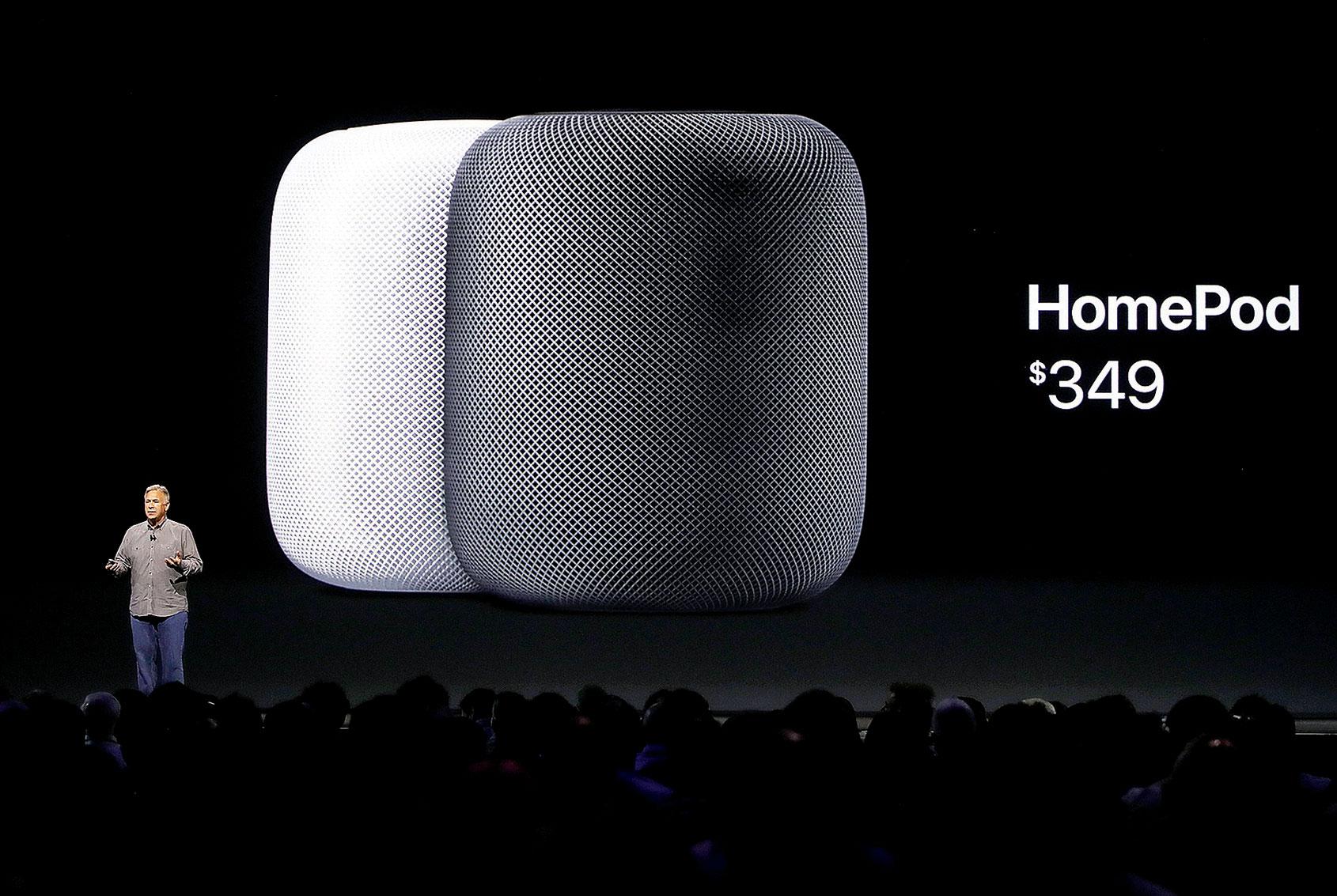 目前在智能家居市場,蘋果遠遠落後亞馬遜和谷歌,只有Apple TV和HomePod。圖為2017年發佈的HomePod。(Justin Sullivan/Getty Images)