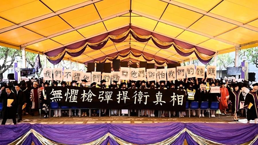 香港中大畢業典禮匆匆結束 學生抗議此起彼伏