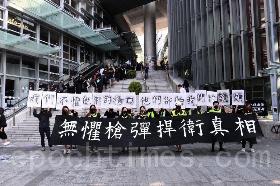 【組圖】中大畢業禮上 學生高呼「光復香港 時代革命」