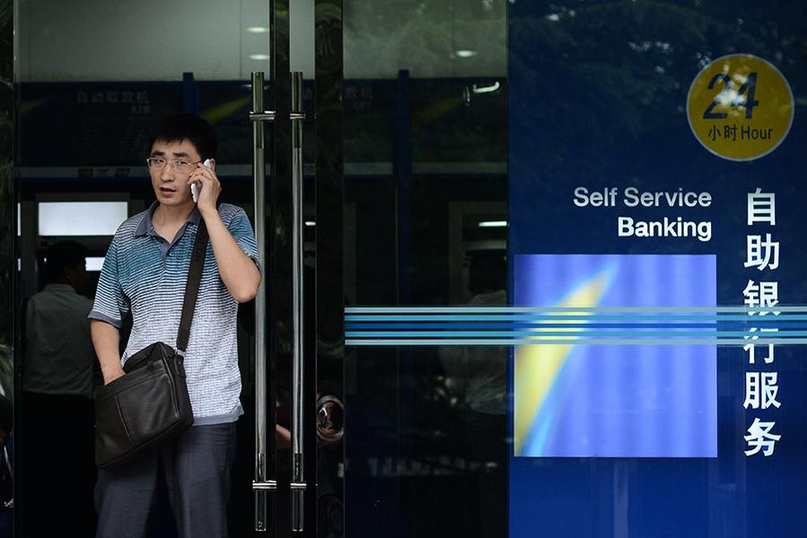 九天內兩家銀行發生擠兌 更多銀行爆資金危機面臨破產