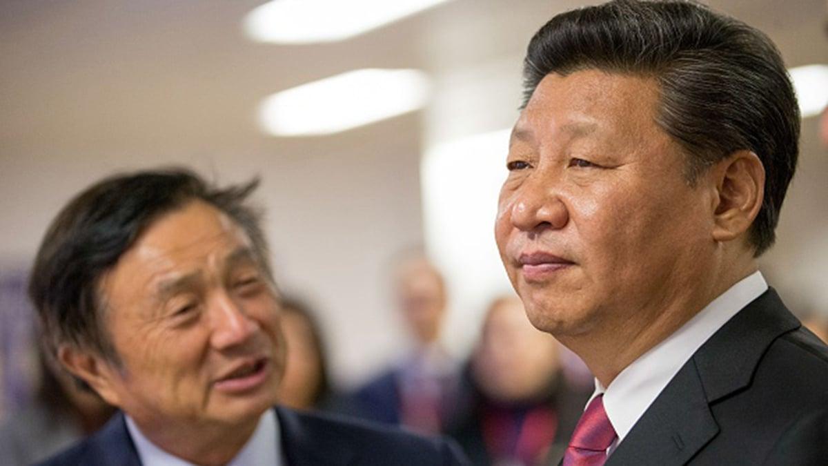 習近平(右)近日熱捧「區塊鏈」,華為總裁任正非(左)則嘲諷說,區塊鏈不值一提。(MATTHEW LLOYD/AFP via Getty Images)