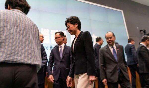 林鄭月娥於10月4日在中國香港中央政府綜合大樓出席新聞發佈會。(Anthony Kwan/Getty Images)